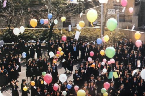 風船飛ばしで初めて全校がひとつに集中!